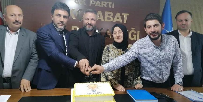 AK Parti Akçaabat'ta pastalı kutlama
